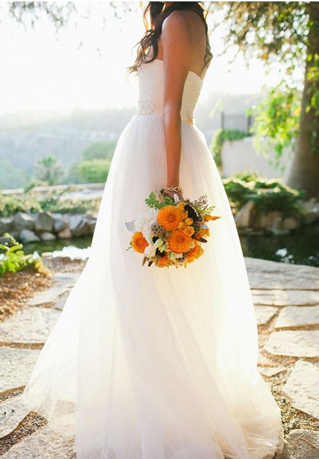 Narancs esküvőői dekoráció, menyasszonyi csokor