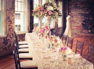 Rózsaszín esküvői dekoráció, menyasszonyi csokor