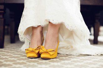 Sárga esküvői dekoráció, menyasszonyi csokor
