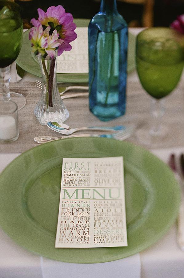 Zöld esküvői dekoráció | zöld ültetőkártya