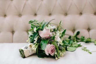 Zöld esküvői dekoráció | zöld menyasszonyi csokor