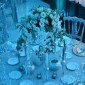 Ezüst, fehér, kék esküvői dekoráció