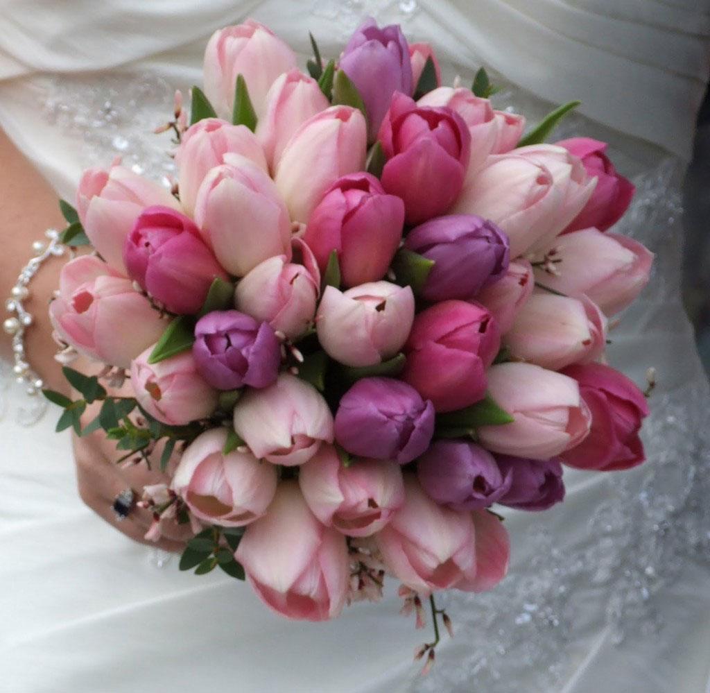 Színes, vegyes tulipán menyasszonyi csokor