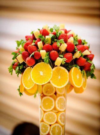 Gyümölcsős esküvői asztaldísz dekoráció