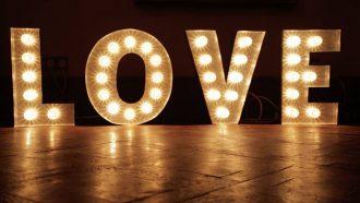 Esküvői dekoráció világítás