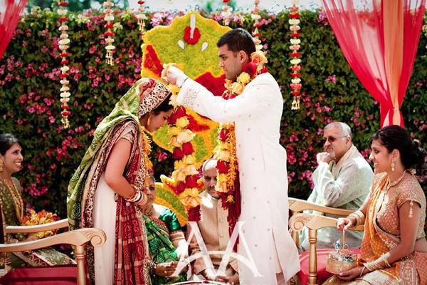 1f36f7c299 Páratlan pompa és évezredes rítusok - egy esküvő Indiában ...