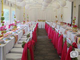 Pink, zöld és sárga esküvői dekoráció