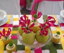 Pink sárga zöld asztaldísz