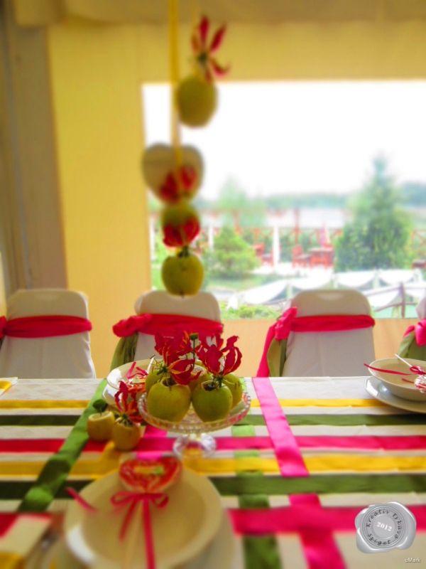 Pink sárga zöld esküvői dekoráció