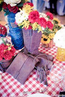 virágcsokor western csizmában