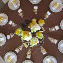 Sárga-barna esküvői asztaldísz