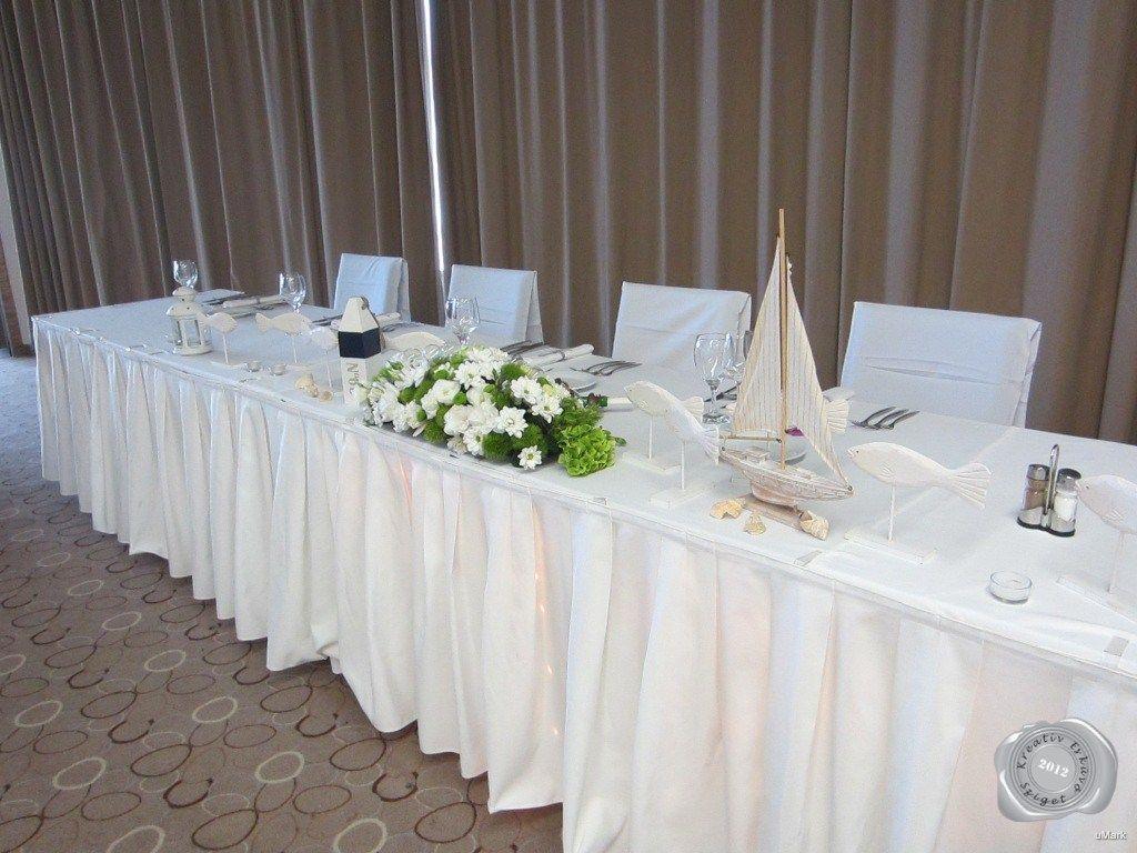 fehér esküvői asztali dekoráció