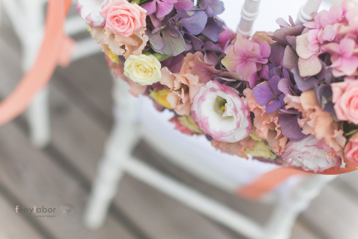 színes esküvői koszorú