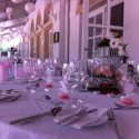 Rózsaszín esküvői asztaldísz