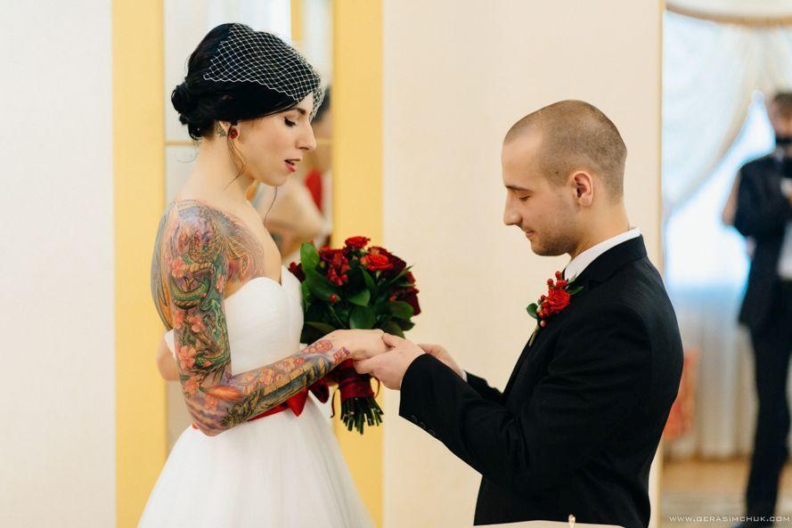 Tetovált menyasszony és vőlegény