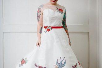 Menyasszonyi ruha tetoválásokkal