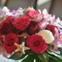 Bordó-pink esküvői asztaldísz