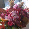 Bordó-pink trópusi asztaldísz