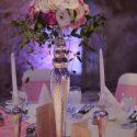 Fehér-rózsaszín esküvői asztaldísz
