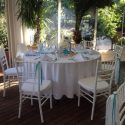 Kék-fehér esküvői dekoráció