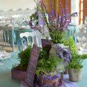 Kék-lila esküvői asztaldísz