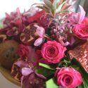 Pink trópusi esküvői asztaldísz