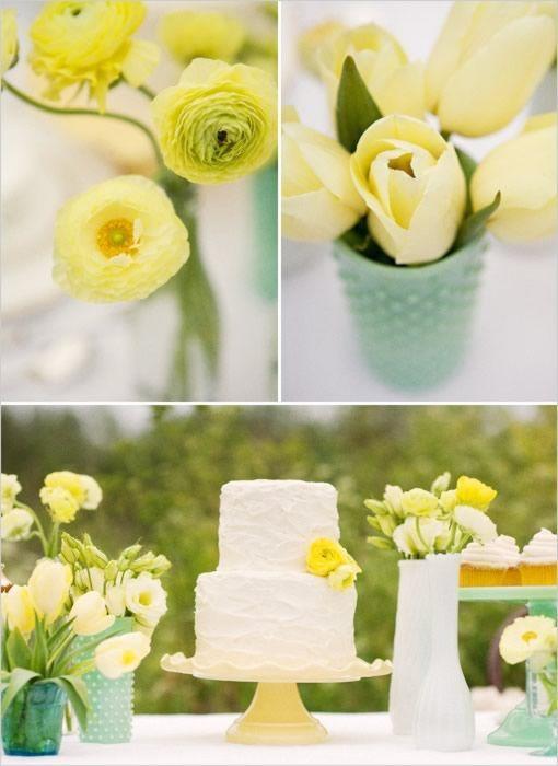Kék-sárga esküvői torta és dekoráció