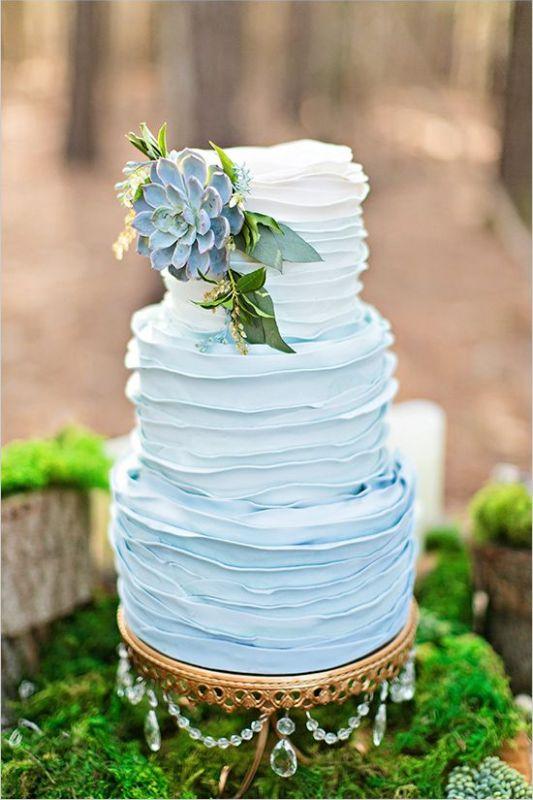Halványkék esküvői torta