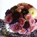 Lila-rózsaszín menyasszonyi csokor