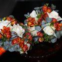 Narancs-fehér koszorúslány csokor