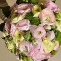 Rózsaszín-zöld menyasszonyi csokor