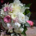 Vintage rózsaszín-fehér menyasszonyi csokor