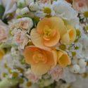 Vintage narancs-fehér menyasszonyi csokor