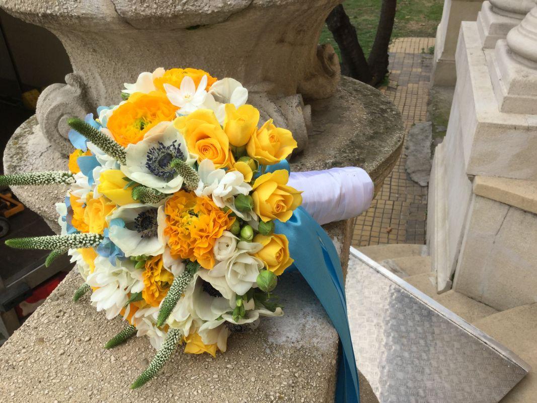 Sárga-fehér menyasszonyi csokor