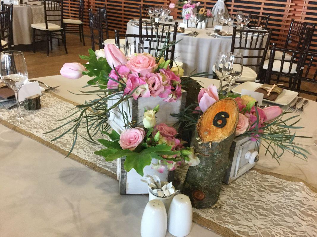 Vintage virágos asztali dekoráció