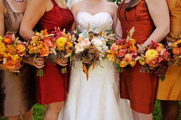Őszi menyasszonyi és koszorúslány ruha