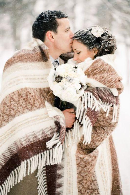 Téli esküvő ifjú pár