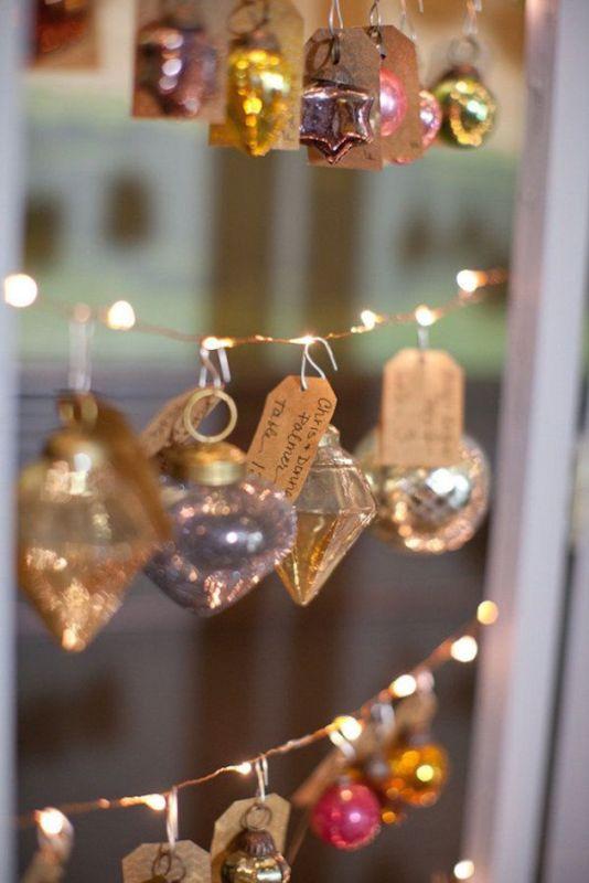 Téli esküvői dekoráció díszekkel