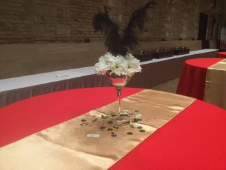 Asztal dekoráció kaszinó stílusban
