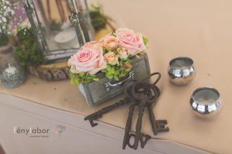 Rózsa esküvői dekoráció