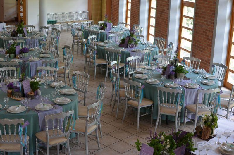 Kék-lila esküvői dekoráció