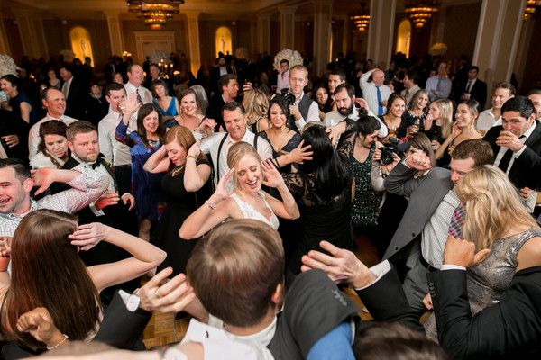 Zsúfolt esküvő