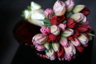 tulipános menyasszonyi csokor