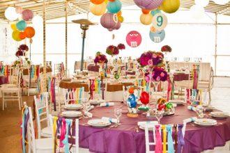 Színes esküvői dekoráció