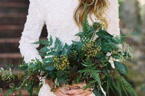 feltűnő greenery menyasszonyi csokor