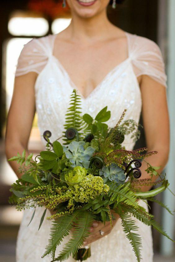 erdei greenery menyasszonyi csokor