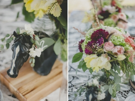 Lovas-virágos esküvői dekoráció