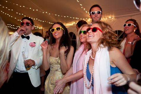 Színes esküvői napszemcsik